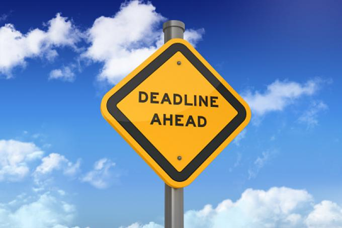 Yield road sign that reads Deadline Ahead